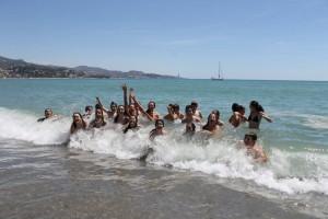 niños agua playa 3-5